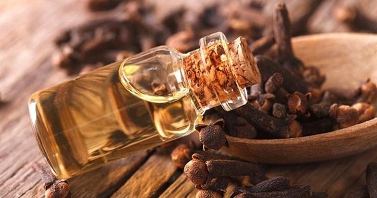 Tinh dầu đinh hương có khả năng làm dịu những cơn đau răng ở trẻ