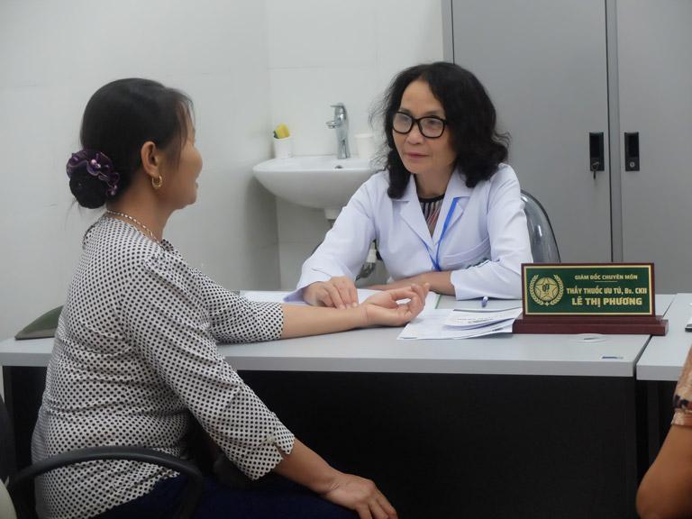 Cô được bác sĩ Lê Phương khám và tư vấn