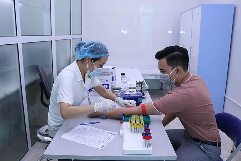 Bệnh nhn được kiểm tra cận lâm sàng trước khi điều trị bằng phác đồ thuốc Bình Vị Thần Hiệu Thang