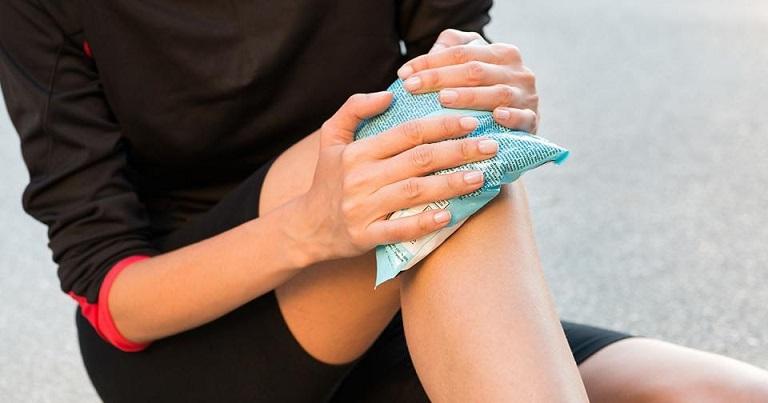 Người bệnh chú ý nhiệt độ khi thực hiện chườm muối trị mề đay