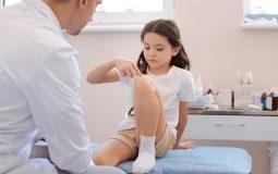 Đau khớp gối ở trẻ em do đâu, biện pháp khắc phục hiệu quả