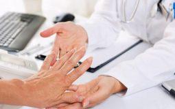 Điều trị viêm khớp dạng thấp như thế nào? Những lưu ý quan trọng cho người bệnh