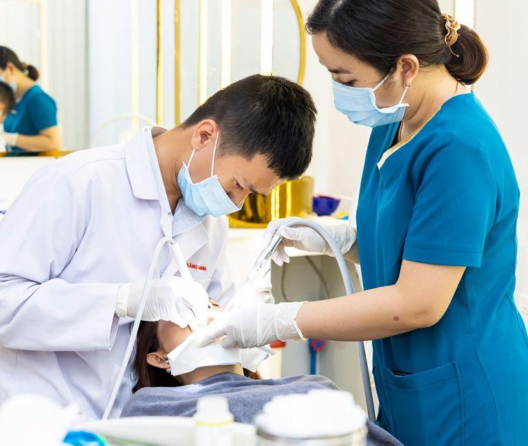 Khách hàng nên đến nha khoa để được tư vấn mức giá cụ thể