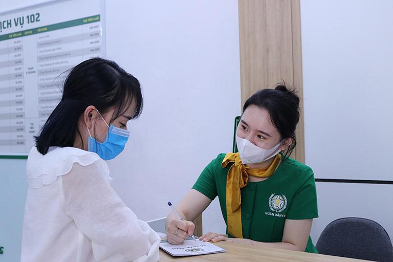 Bệnh nhân tái khám sau khi trị mề đay thành công nhờ Tiêu ban hoàn bì thang