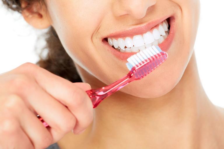 Chăm sóc răng miệng cẩn thận để đạt hiệu quả chỉnh nha tốt nhất