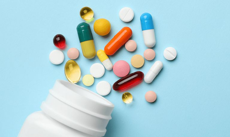 Dùng thuốc Tây y điều trị mẩn ngứa là phương pháp phổ biến được nhiều người áp dụng