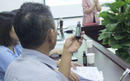 Người bệnh được tư vấn điều trị hiệu quả với các sản phẩm hỗ trợ giảm đau nhức xương khớp