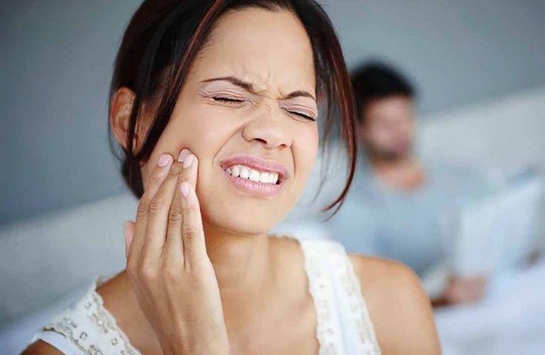 Khi bị đau răng khôn nên hạn chế ăn thịt gà