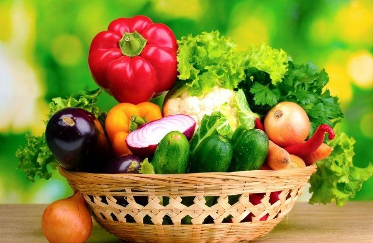 Bệnh nhân sau răng nên bổ sung vào chế độ ăn các loại rau củ quả giàu vitamin C, K