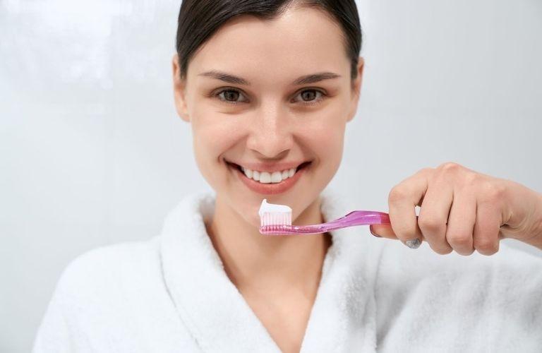 Chải răng đúng cách và thường xuyên để phòng tránh bệnh lý sâu răng