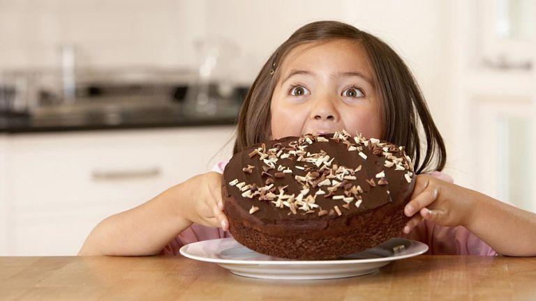 Nguyên nhân gây bệnh phổ biến là do ăn uống bừa bãi, ăn đồ ngọt quá nhiều