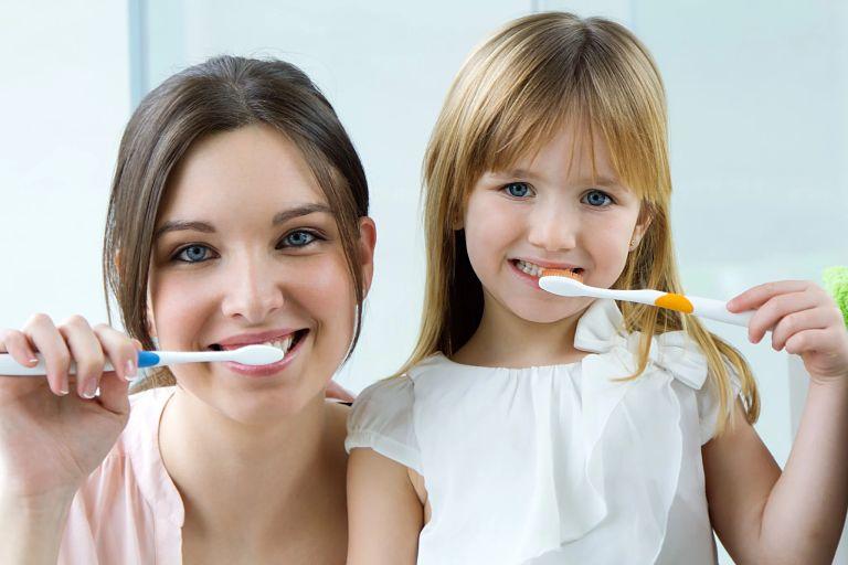 Vệ sinh răng miệng hàng ngày để phòng ngừa tình trạng sâu răng