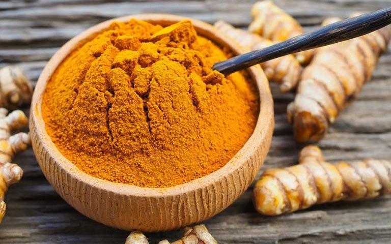 Dung sử dụng bột nghệ trộn mật ong nhưng không đem lại hiệu quả đáng kể