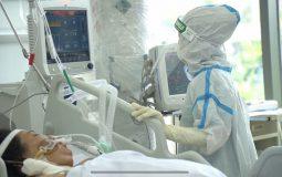 Điều trị bệnh nhân COVID-19 tại Trung tâm hồi sức tích cực người bệnh COVID-19 ở TP.HCM.