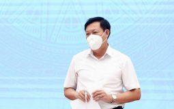 Thứ trưởng Bộ Y tế Đỗ Xuân Tuyên trả lời báo chí.